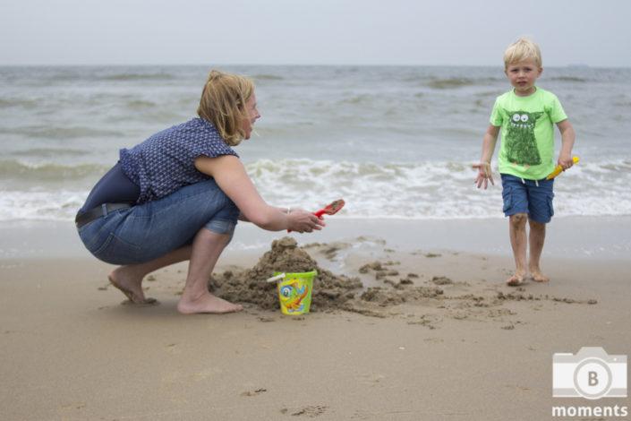 gezinsfotografie gezin familie gezinsfoto's fotoshoot strand buiten natuur zandvoort bmoments