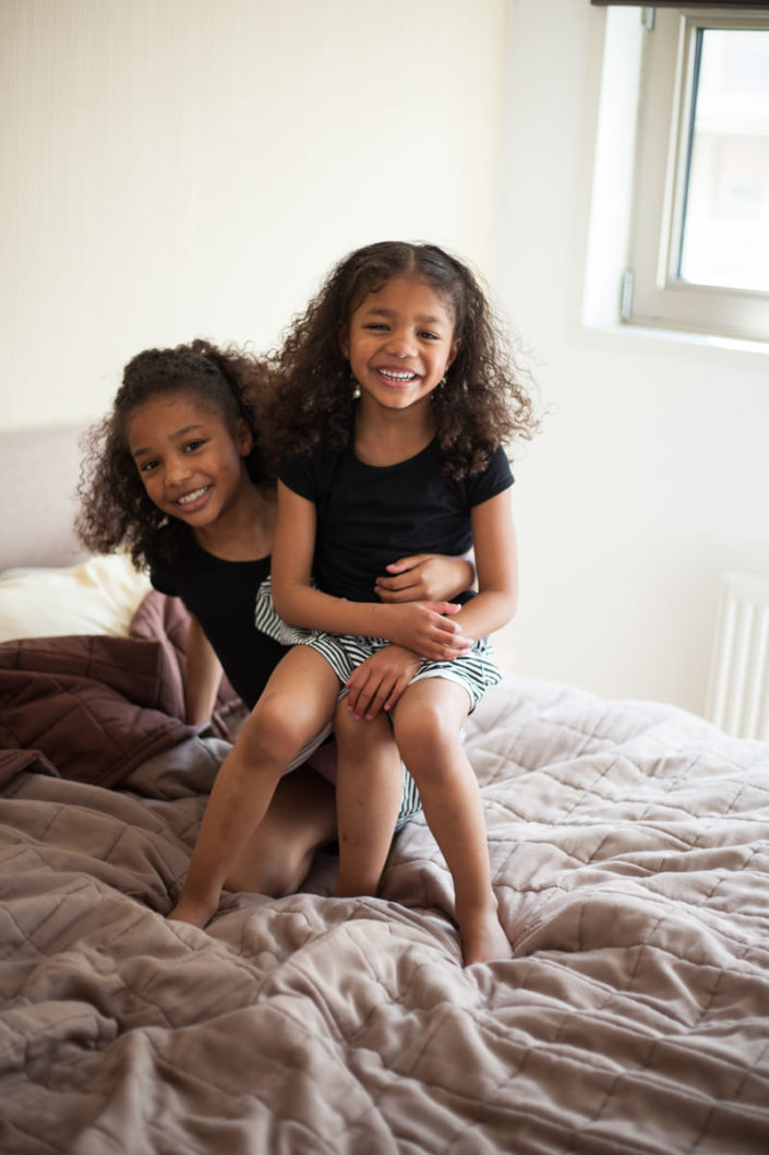 gezin fotoshoot, spontane fotos, fotoshoot thuis gezin, amsterdam, bmoments
